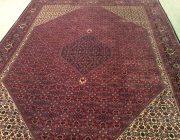 Typisches Muster eines Bidjar-Teppichs: die Rombe; Foto: Mahdokht Farhadian/www.1001nachthamburg.de